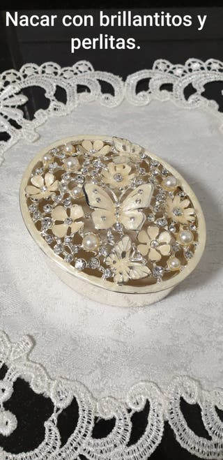 Joyero pequeño de nacar con brillantitos y perlas