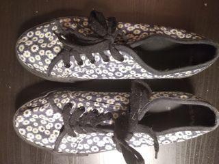 Zapatillas tela flores suela ancha, talla 40
