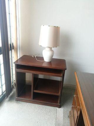 mesa de ordenador estilo clasico