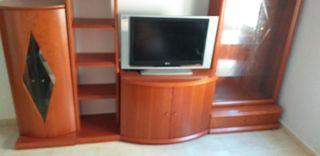 mueble de salón con la tele