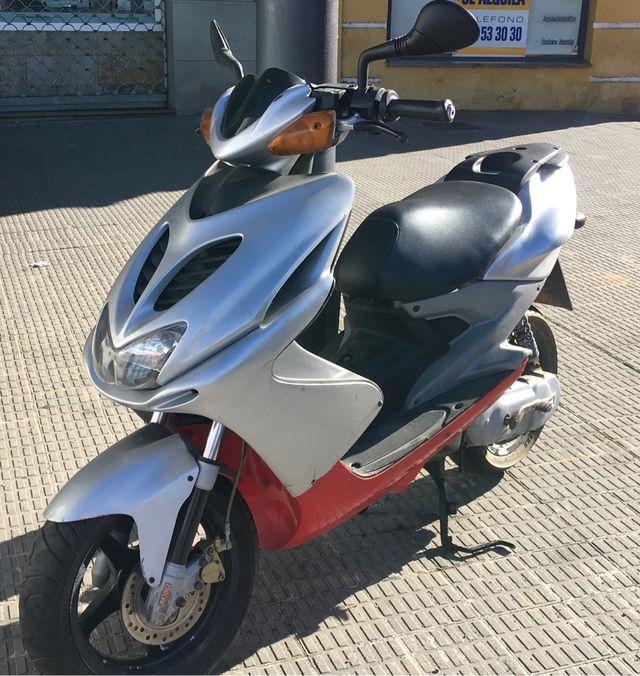 Yamaha AEROX de Serie