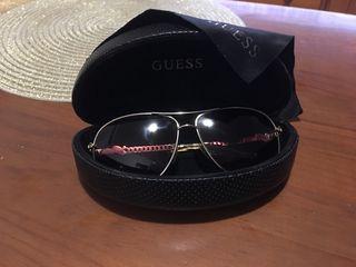 Gafas modelo aviator Guess