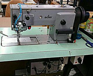 Máquina de coser triple arrastre de segunda mano en WALLAPOP