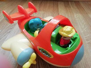 Avión de juguete con pasajeros
