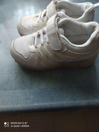 zapatillas casi nuevas con ruedas nr.31