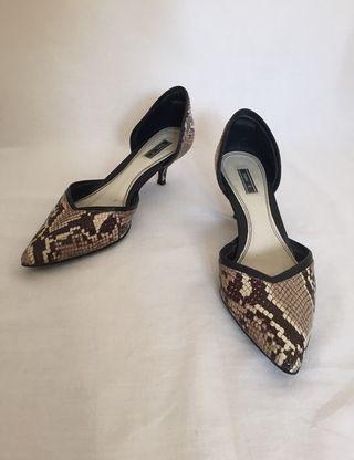 Tacones bajos serpiente Zara
