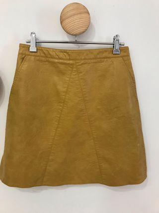 Falda piel color mostaza