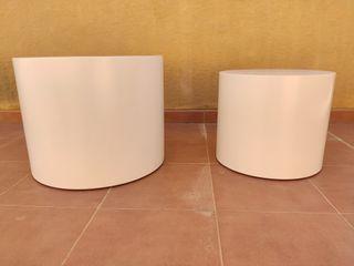 Dos mesas bajas tipo puf