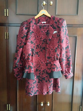 Conjunto Chaqueta y falda rojas