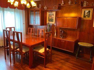 Mesa y sillas salón