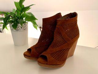 Sandalia botín marrón. T37. Nueva