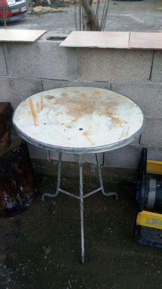 mesa de hierro con mármol
