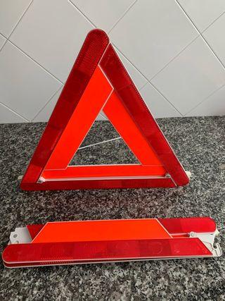 Juego de 2 triángulos con estuche.