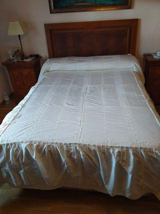 Colcha bordada para cama de 135 cms