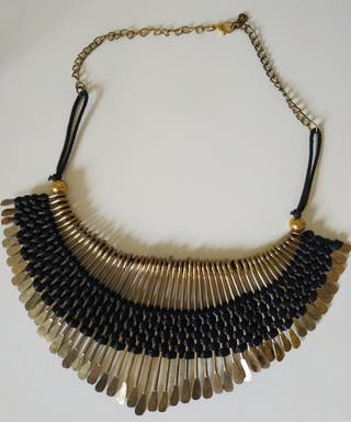 Collar color oro viejo