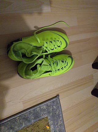 botas de futobol mercurial