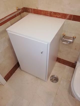 armario pequeño de baño blanco