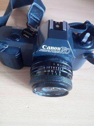 Cámara Canon T50 Reflex analógica.