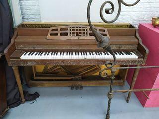 piano muy antigüo