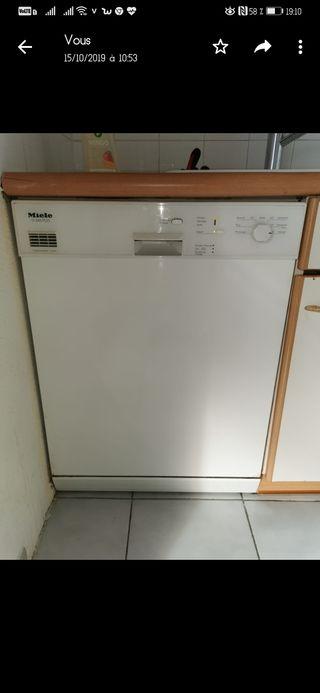 lave vaisselle et frigo
