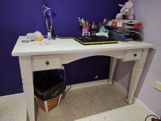 Sinfonier y mesa escritorio.