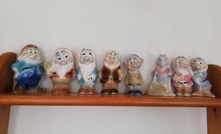 Figura de Porcelana Blanca Nieves y los 7 enanitos
