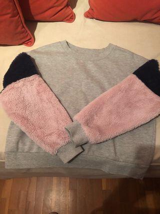Variedad de ropa para niña
