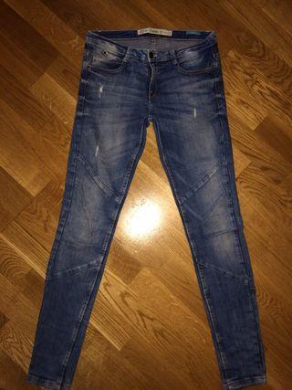 Pantalon de ZARA talla 36 Mujer