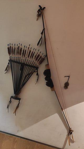 Arco indio con flechas