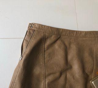 Falda marrón cuero