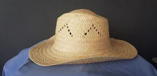 10 Sombreros de Paja.
