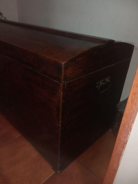 baúl madera antiguo