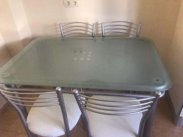 Mesa de cocina de cristal y 4 sillas