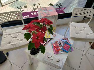 mesa y silla de espera