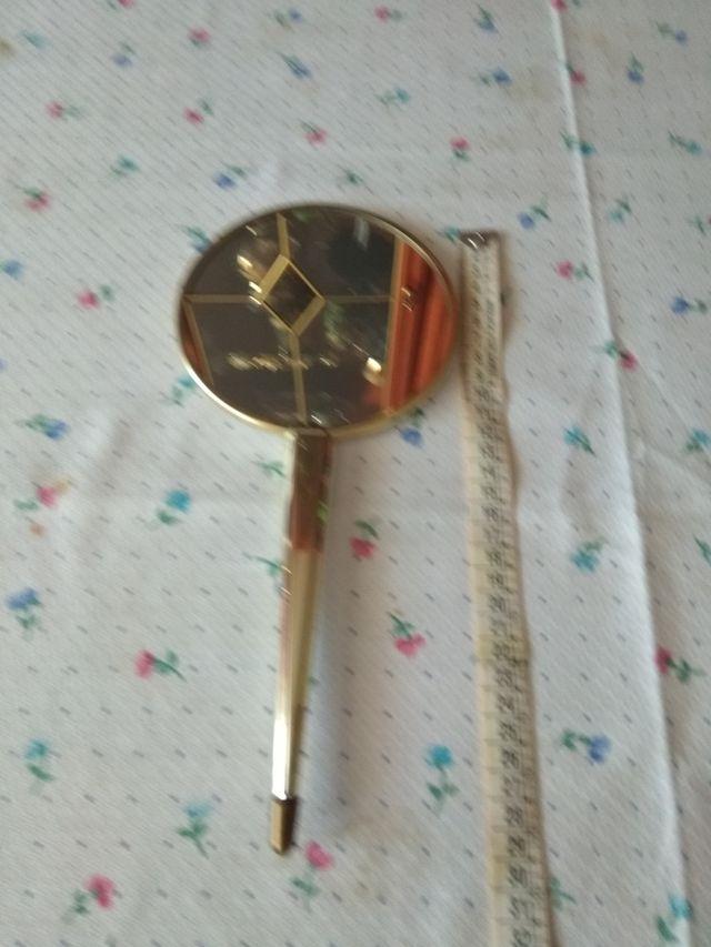 Antiguo espejo de tocador