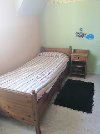 cama+colchón +mesilla juvenil infantil Ikea