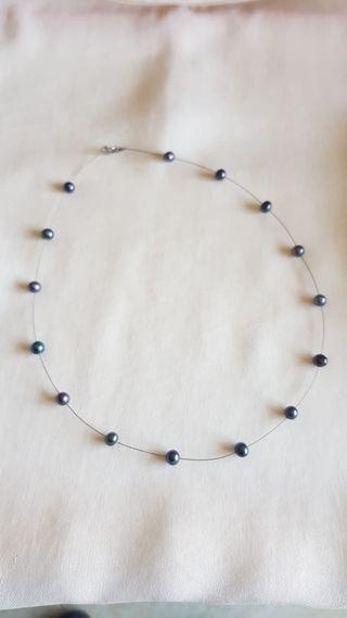 Gargantilla de plata con perlas grises