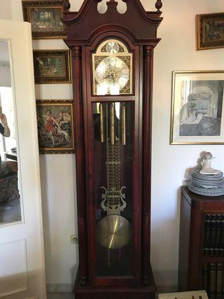 Reloj de pie antiguo Radiant
