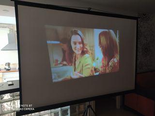 proyector, pantalla y decodificador mas cables