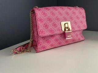 Bolso Guess color rosa