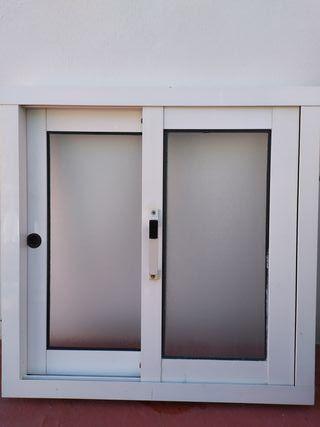 vendo ventana de aluminio con vidrio traslucido