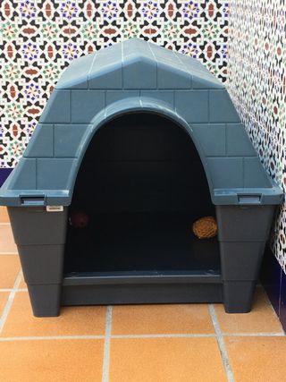 Caseta para perro mediano con muy poco uso