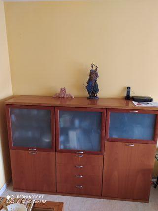 Mueble de comedor color cerezo en buen estado
