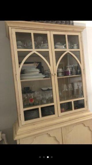 Mueble vitrina madera decapada