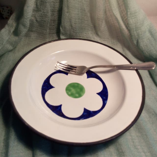 Plato metal blanco verde y azul