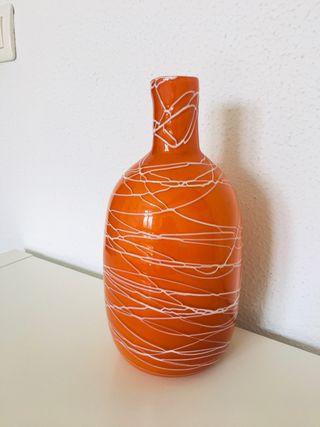 Jarrón de cristal , color naranja. 26,5 cm alto