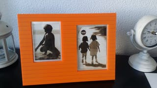 Marco de 2 fotos color naranja. Con cristales.