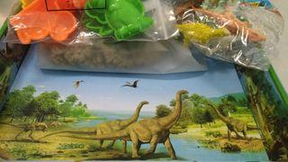 Juego dinosaurio niño arena mágica