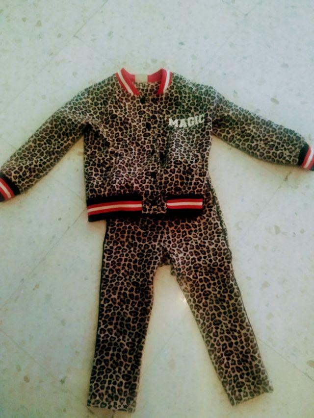 chándal leopardo