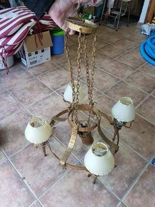 lámpara dorada para salón